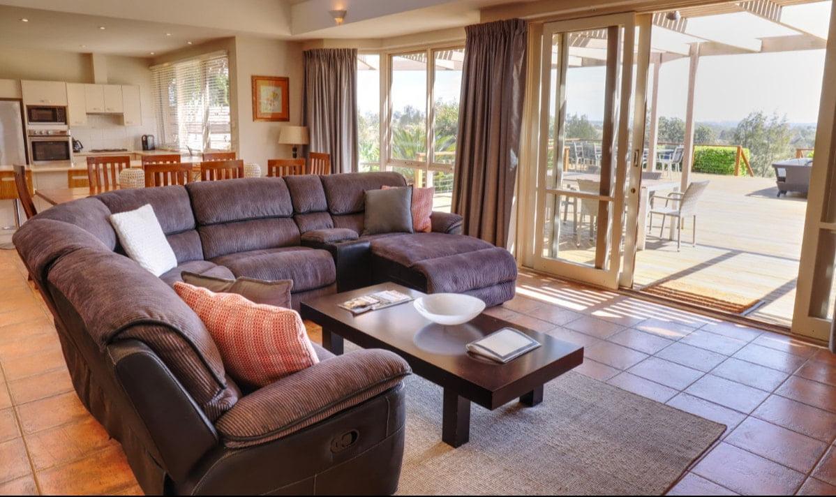 big-villa-lounge